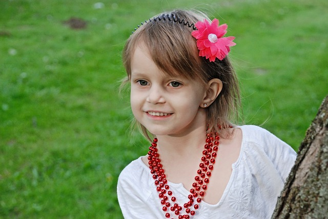 holčička s korálemi.jpg