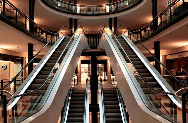 prázdné eskalátory