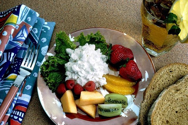 Zdravé jídlo s ovocem.jpg